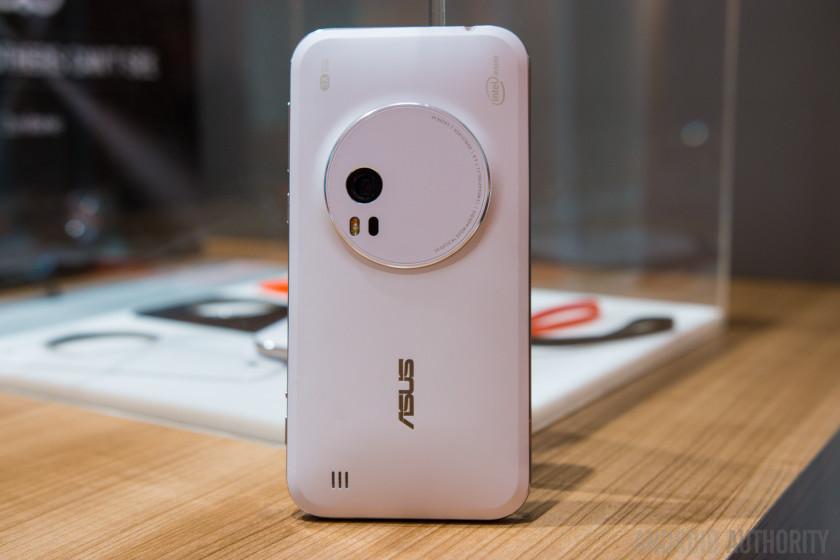 ASUS-Zenfone-Zoom-Hands-On-20-840x560