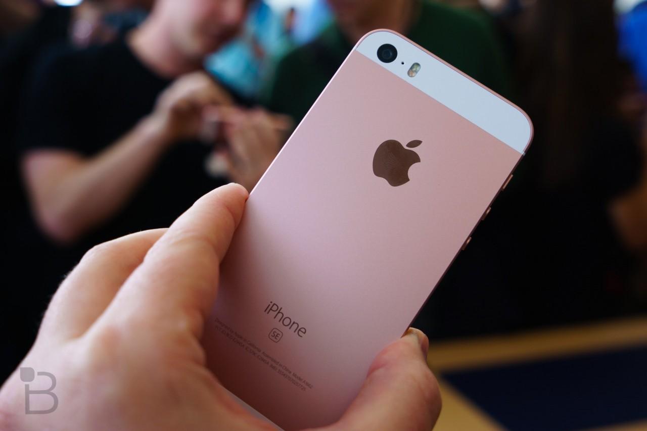 Apple-iPhone-SE-15-1280x853